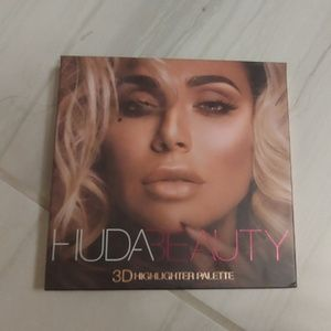 Huda beauty pink sands edition highlighter